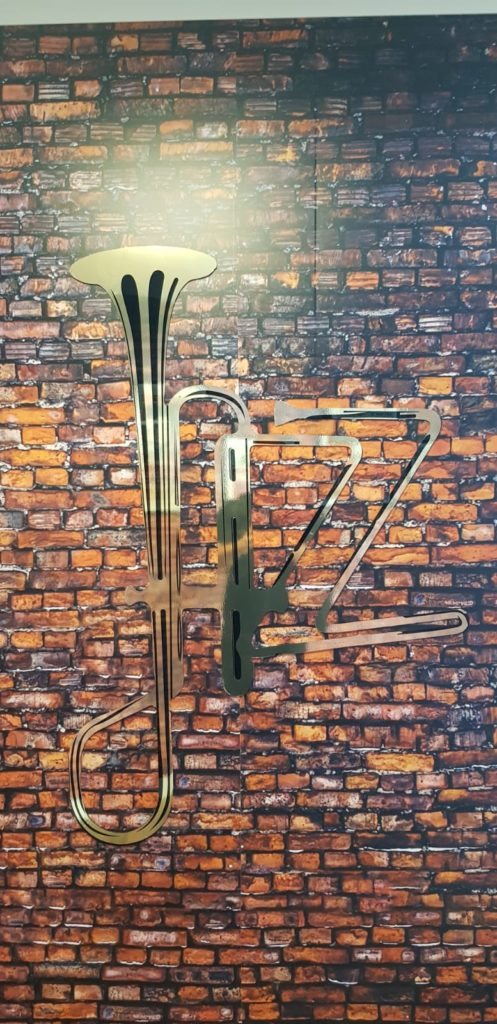 Décoration murale avec trompone au thème jazz et new york