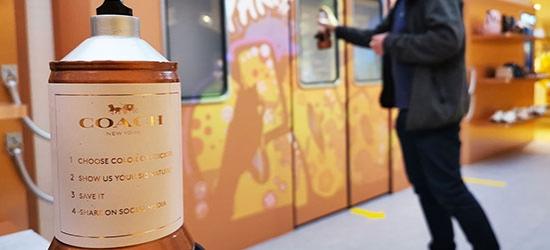 Décoration avec graffiti par un artiste pour événement