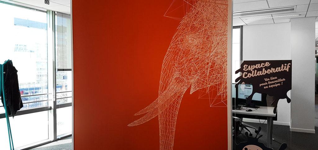 Décoration murale pour bureaux avec animal en lines drawing et peinture