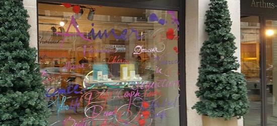 Vitrophanie habillage vitrine magasin pour saint valentin