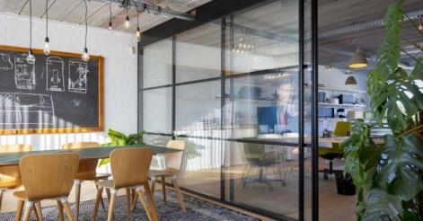 L'attribut alt de cette image est vide, son nom de fichier est paristic-agence-decoration-murale-bureaux-entreprise-reunion.jpg.