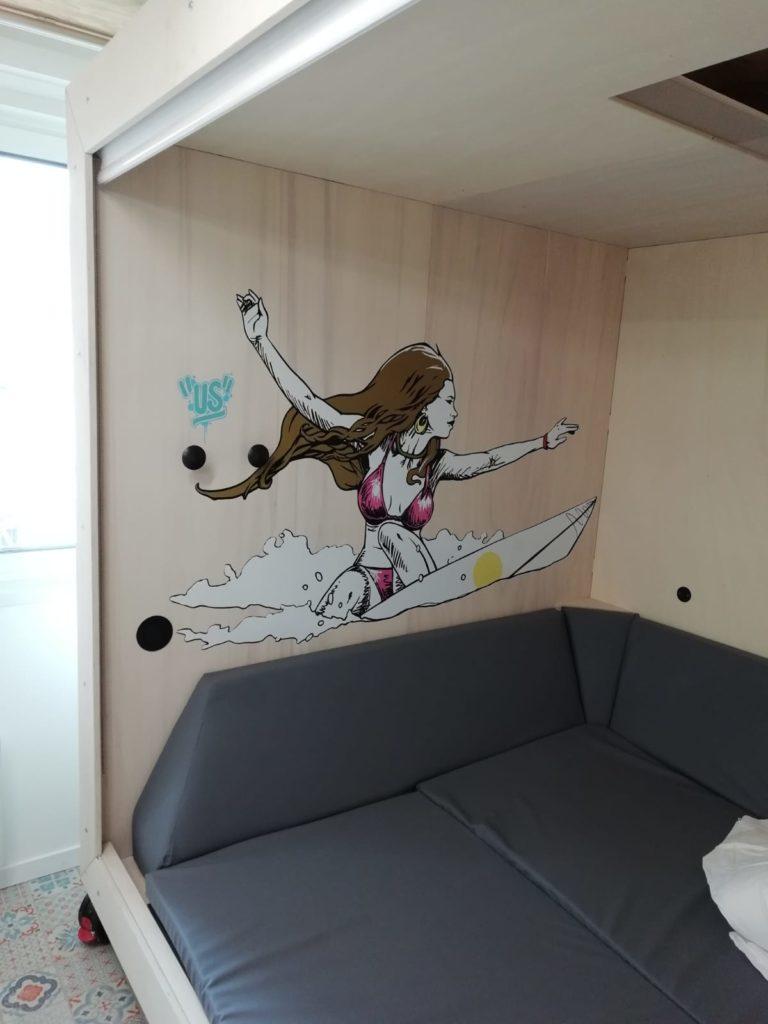 Décoration murale pour hotel avec adhésif surfeur