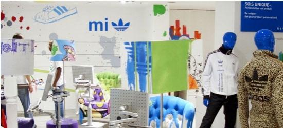 Décoration murale pour magasin avec adhésif branding