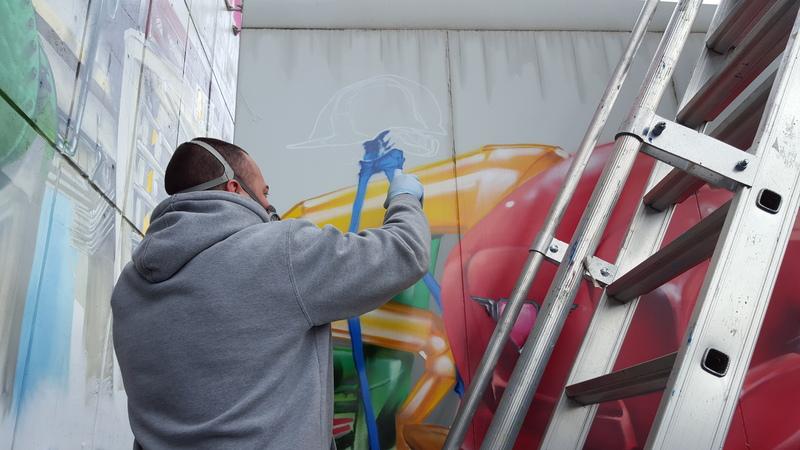 Performance Graffiti sur une nacelle