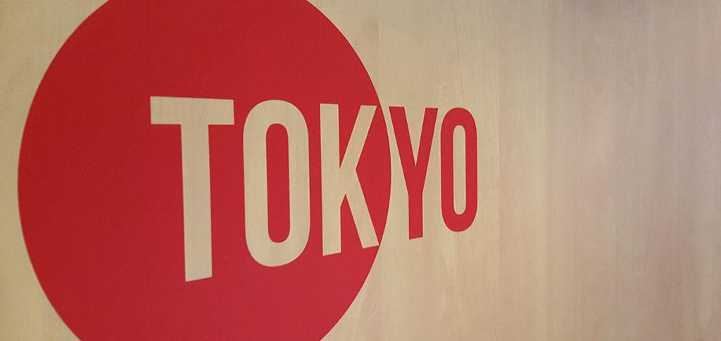 """Signalétique sur mesure pour bureaux avec un stickers """"Tokyo"""""""