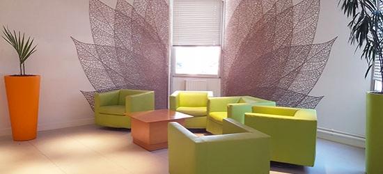 Décoration murale pour bureaux avec adhésif avec design feuillage au thème végétal