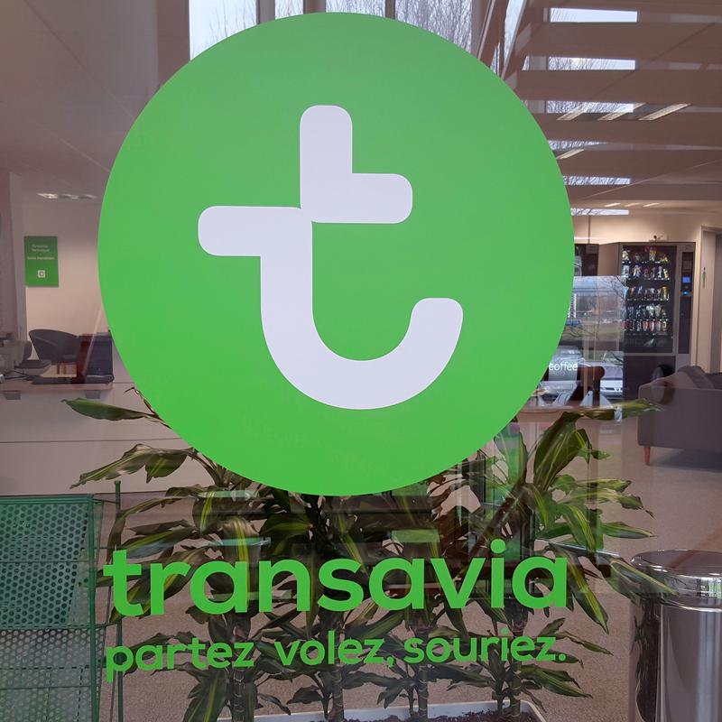 logo imprimé en vitrophanie  pour un bureau parisien